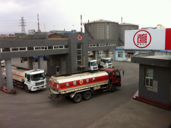 Taiyuan facility - trucks filling up